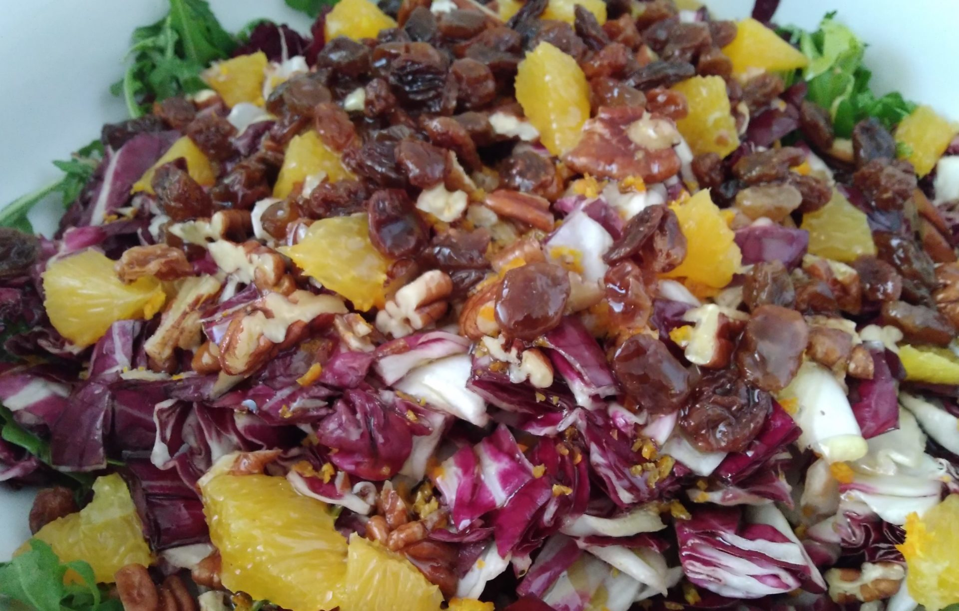 insalata di radicchio, arancia e frutta secca