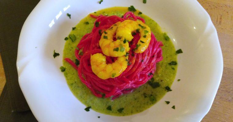 tagliolini rossi con crema di zucchine e mazzancolle allo zafferano