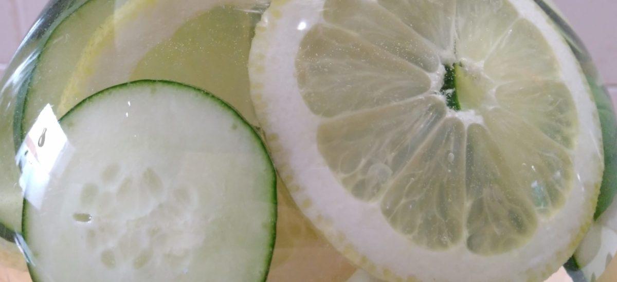 acqua detox al cetriolo e limone